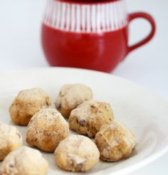 Quick and easy Mexican Wedding Cookies recipe with almond flour --gluten-free, grain-free, and dairy-free-- make the perfect Paleo Christmas cookie!