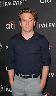 Jeremy Allen White is an actor and writer, known for Shameless Movie 43 and Bad Turn Worse He has been married to Addison Timlin since October They have one child. Shameless Season 3, Shameless Series, Shameless Characters, Rob The Mob, Hollywood Tv Series, Movie 43, Jeremy Allen White, Ellen White, Addison Timlin