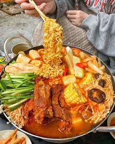 Japan Street Food, Korean Street Food, Korean Food, Vegan Junk Food, Food Concept, Food Goals, Aesthetic Food, Food Cravings, Gourmet Recipes