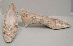 Vintage Shoes Wedding Shoes House of Dior (French, founded Designer: Roger Vivier (French, Date: 1956 - Dior Vintage, Vintage Mode, Vintage Shoes, Vintage Outfits, Vintage Fashion, Christian Dior, Chaussures Roger Vivier, Jimmy Choo, Fashion Shoes