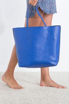 Sac cabas réversible bleu uni à double anse d'épaule et sans fermeture.</br></br>- Dimensions: 30x47x10 cm. | Sacs | women'secret