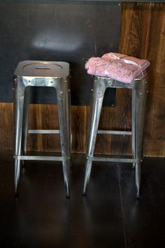 Barstühle aus Eisen Metal Furniture, Wood And Metal, Industrial Style, Bar Stools, Design, Home Decor, Homes, Bar Stool Sports, Decoration Home