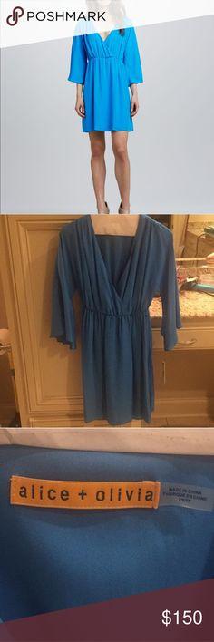 Alice + Olivia blue silk kimono dress NWT 100% silk blue kimono dress Alice & Olivia Dresses Long Sleeve