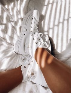 Aesthetic Shoes, Aesthetic Clothes, Sneakers Fashion, Fashion Shoes, Fashion Outfits, Dream Shoes, New Shoes, All Star, Swag Shoes