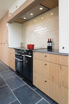 Modern Kitchen Island, Rustic Kitchen, Kitchen Decor, Kitchen On A Budget, Classic House, Beautiful Kitchens, Interior Design Kitchen, Kitchen Organization, Home Kitchens