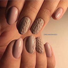 The combination of beige and coffee-colored helps you to make the wonderful warm manicure. It will look agreeable even in ...