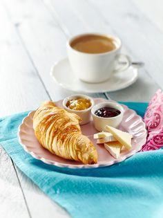 Croissantit briejuustolla ja hillolla   K-Ruoka #aamupala #brunssi Croissant, Brie, Tea Time, Deserts, Yummy Food, Eat, Breakfast, Ethnic Recipes, Inspired