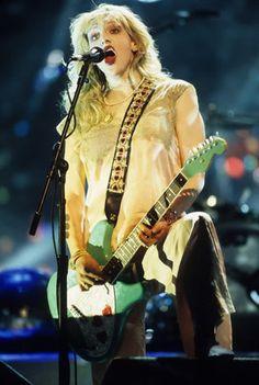 Courtney Love Chicas Punk Rock, Courtney Love Hole, Foo Fighters, Kurt Cobain, Ikon, High School, Life, Beauty, Grammar School