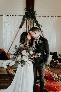 Gorgeously boho winter wedding inspiration | Image by Peyton Rainey Photography and Chelsea Denise Photography