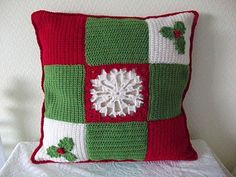 Bufanda 21 Christmas cushion. I need this book! Jan Eatons 200 crochet