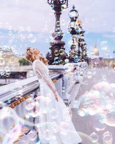 Would you like a sea of bubbles at your wedding? Happiness ❤ Love ❤ Paris Tag your girls to share the inspiration!⠀ Via ⠀ Photo by model campaign for & ⠀ Beauty Photography, Creative Photography, Photography Poses, Amazing Photography, Wedding Photography, Foto Fantasy, Photos Originales, Usa Tumblr, Photo Couple