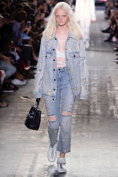 The complete Alexander Wang Spring 2017 Ready-to-Wear fashion show now on Vogue Runway. Fashion Week, Fashion 2017, Look Fashion, Runway Fashion, Spring Fashion, High Fashion, Fashion Show, Distressed Denim, Spring Summer