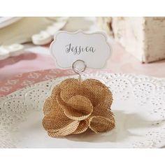 Le marque place fleurs en toile de jute monté sur un socle en bois à personnaliser avec son étiquette