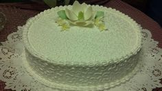 Dominican cake, merengue frosting, sugar flowers & cornelle.