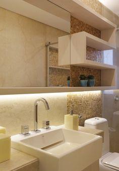 Banheiro com pastilha madrepérola - Romero Duarte & Arquitetos