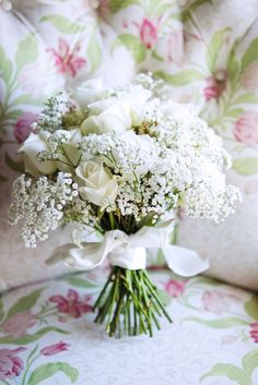 awesome 55 Adorable Winter Wedding Bouquet Ideas with Roses https://viscawedding.com/2017/10/08/55-adorable-winter-wedding-bouquet-ideas-roses/