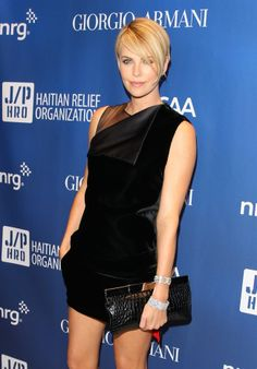 charlize theron en givenchy - short hair can be feminine!, Makeup, charlize theron en givenchy - short hair can be feminine! Charlize Theron Short Hair, Charlize Theron Oscars, Cool Short Hairstyles, Pixie Hairstyles, Pixie Haircuts, Pixie Cut 2015, Short Hair Cuts, Short Hair Styles, Shave Her Head