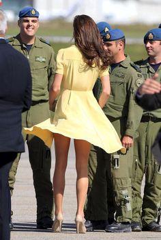 duchess of cambridge, kate middleton, marilyn monroe, red dress, flashing her legs, new zealand