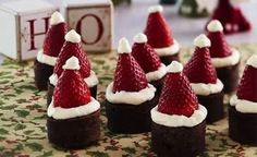 What cute Santa Hat Brownies! These adorable desserts are sure to be a hit at your Christmas party, & the combination of strawberries w/ brownies is just perfect! Easy Christmas Candy Recipes, Christmas Desserts, Holiday Treats, Christmas Treats, Christmas Dishes, Christmas Foods, Christmas Cakes, Christmas Drinks, Holiday Foods