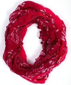 Fair trade sjaal uit India. Voorzien van batikprint en balletjes.