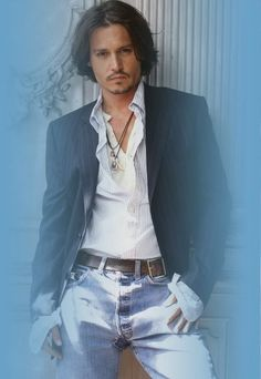 Johnny Depp....yumm why must he tempt me.