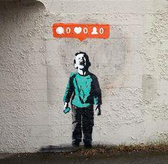 We zijn verslaafd aan likes. Als we een foto op Facebook of Instagram plaatsen en nul likes krijgen, dan stort onze wereld in. Het is van de gekke, maar wel de realiteit. De Canadese street artist I♥ uit zijn kritiek op de like-cultuur met een muurschildering getiteld Nobody Likes Me. Z'n boodschap: Get a fucking life.