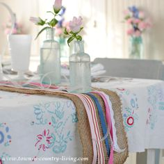 For a unique table runner, layer colorful ribbons atop a burlap table runner. So easy! #burlap #tablesetting #springdecor