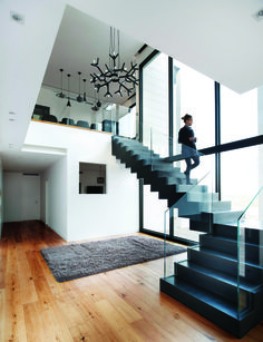 Modern Staircase Design Ideas - Stairways are so common that you don't give them a second thought. Check out best 10 instances of modern staircase that are as magnificent as they are . Home Stairs Design, Interior Stairs, Home Room Design, Modern House Design, Home Interior Design, Stair Design, Plans Architecture, Interior Architecture, Design Vitrail