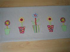 """Tischläufer """"Blume""""  beige-weiß von Lisas Geschenkfundgrube auf DaWanda.com"""