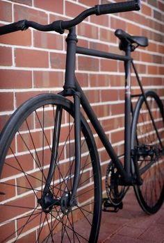 matte black fixie bike black sadle black wheels