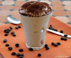 Ricetta con e senza Bimby della crema di caffè senza latte congelato e panna come quella del bar. Spumone spuma al caffè bimby come al bar. Veloce e facile