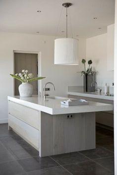Mijn stijl: strak, stoer, sober, natuurlijk en beetje chique | Keuken 3, ontwerp Piet-Jan van den Kommer. Door Astrid