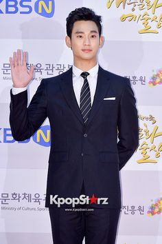 Kim Soo Hyun Attends 2014 Republic of Korea Pop Culture Art Awards Ceremony Red Carpet - Nov 17, 2014 [PHOTOS] http://www.kpopstarz.com/articles/138148/20141118/kim-soo-hyun-attends-2014-republic-korea-pop-culture-art.htm