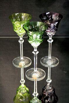 Original Zwiesel Römer Glas Kristall 3 Stk. beschädigt Handgeschliffen. Alle 3 Gläser sind minimal am Rand beschädigt, siehe Bilder. Höhe ca. 20 cm $18.00