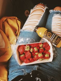 Picture by @iris_reeves on instagram / @indepencia on pinterest ☀️✨  Strawberries, smoothie, yellow, red, jeans, denim, ripped