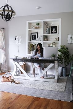 shabby chic home office workspace Cozy Home Office, Guest Room Office, Home Office Space, Home Office Design, Home Office Furniture, Home Office Decor, House Design, Dining Room Office, Living Room With Desk