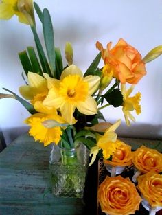 Yellow #daffodils and #roses for a spring event