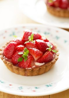 Aardbeientaartjes met vanillemousse - Dishcover Cheesecake, Strawberry, Cupcakes, Fruit, Desserts, Food, Candy, Everything, Tailgate Desserts