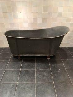 """Antique tub, old fashioned Dutch tiles, """"witjes"""", bathroom design, vintage"""