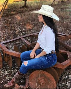Country Outfit Ideas – Best Outfits to Wear Sexy Cowgirl Outfits, Cowboy Boot Outfits, Country Style Outfits, Rodeo Outfits, Country Fashion, Outfits With Hats, Cute Outfits, Cow Girl Outfits, Country Western Outfits
