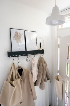 Cozy Living Rooms, Home And Living, Hallway Coat Rack, Diy Coat Rack, Coat Racks, No Closet Solutions, Small Hallways, Tiny Spaces, Scandinavian Interior