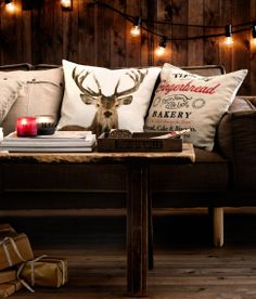 🌟Tante S!fr@ loves Chalet Chic Living Room Ideas For Ultimate Luxury And Comfortable Appeal Chalet Chic, Cabin Chic, Cozy Cabin, Ski Chalet Decor, Chalet Style, Deer Pillow, Scandinavian Christmas Decorations, Christmas Garlands, Christmas Décor