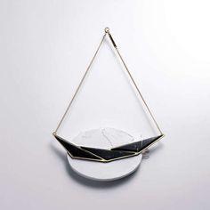 Le pendentif triple, Marbre et finitions Plaqué à 2 microns d'or. Fabriqué à Paris, FRANCE.