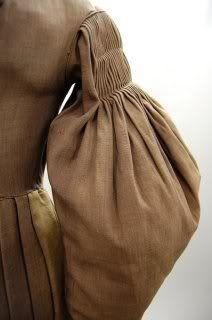 // 1830  traje para montar detalle mangas