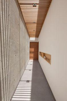 Gallery of Ming House / LGZ Taller de Arquitectura - 4 Space Architecture, Futuristic Architecture, Chinese Architecture, Corridor Design, Skylight, Interior And Exterior, House Design, Sight Lines, Minimalist Decor