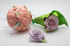 Bouquet portafedi, bottoniera uomo e Bouquet fiore singolo. Quando si gioca sulle tonalità di colore, il coordinato è fatto!  #portafedi #bouquetfioresingolo #bottoniera #bouquetalternativi #unusualbouquet #bouquetfiori #bouquetsposa