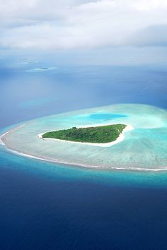 If I won the lottery - my own private island. Beautiful World, Beautiful Places, Places To Travel, Places To Visit, Destinations, Water Me, All Nature, Vacation Spots, Viajes