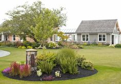 Nice idea for house marker--traditional landscape by Lankford Associates Landscape Architects