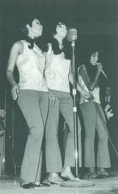 The Ronettes, Estelle singing lead and their other cousin Elaine filling in for Ronnie