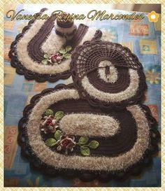 Laura Crochet Carpet, Crochet Home, Crochet Baby, Crochet Mandala Pattern, Crochet Patterns, Different Crochet Stitches, Bathroom Rug Sets, Thread Crochet, Cool Diy